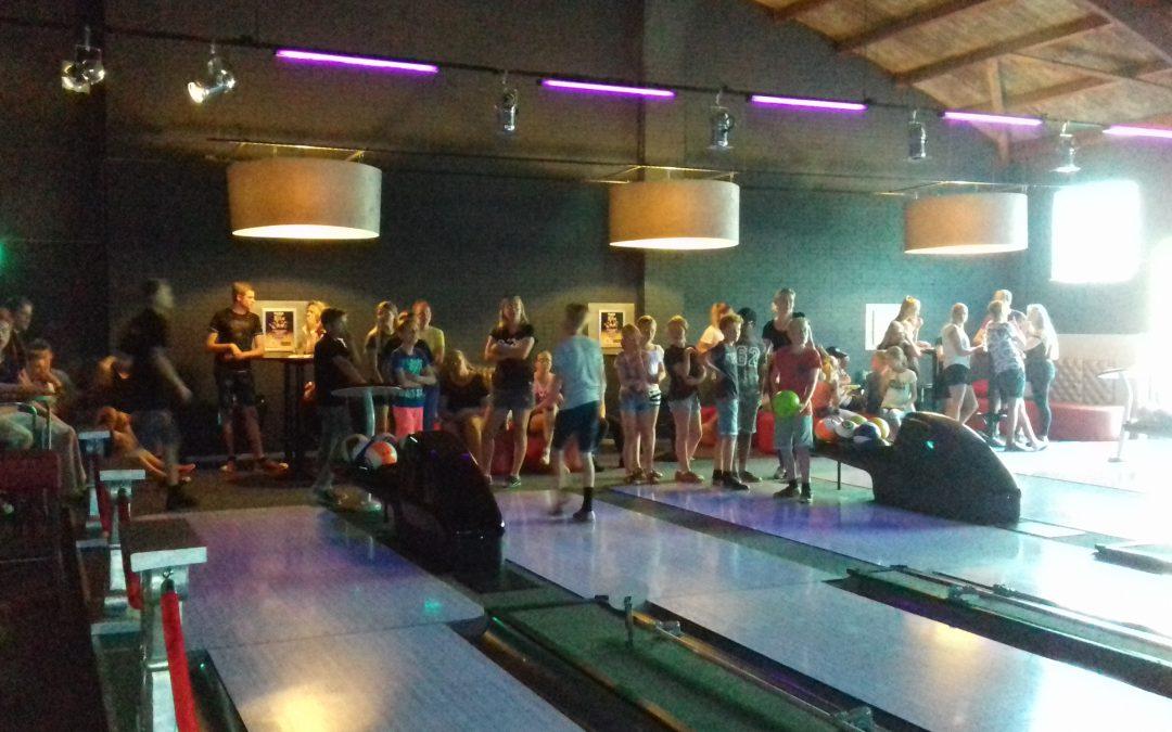 Geslaagd promotie feest zwemmen bij Pinz bowlen!