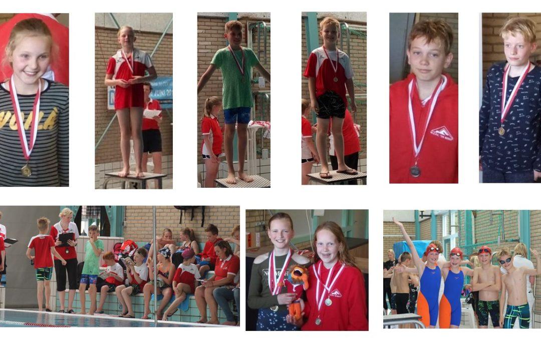 Geslaagde swimkick-minioren wedstrijd voor jonge zwemmers van MZ&PC de Reest op 11 mei in Bad Hesselingen in Meppel