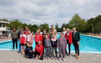 Geslaagde eerste zwemwedstrijd in buitenbad voor zwemmers MZ&PC de Reest na de corona stop